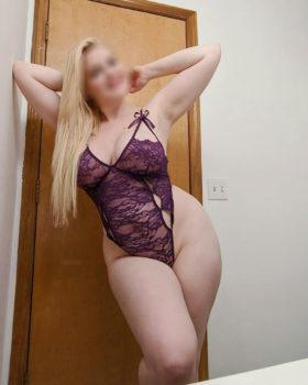 מעסה סקסית מחכה בחדרה